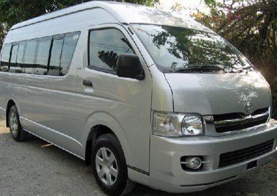 toyota-hiace-commuter-06